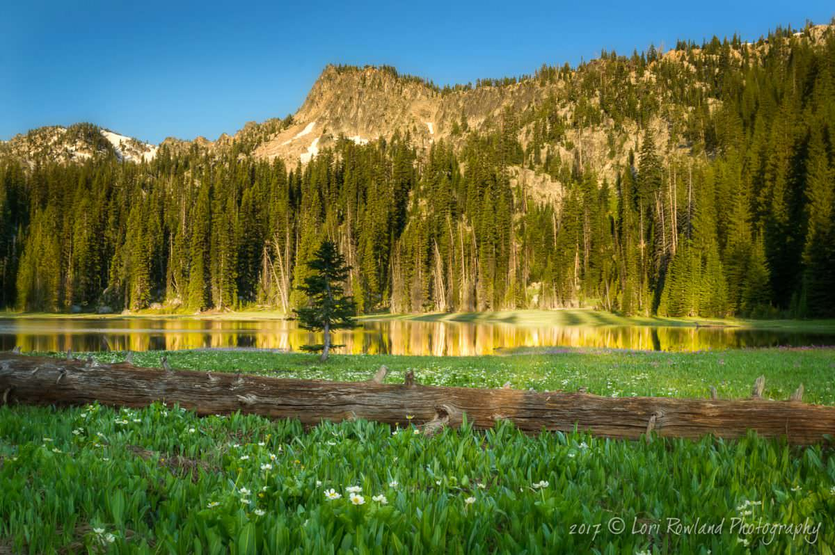 Dutch Flat Lake is the perfect destination for hiking and photography in Eastern Oregon