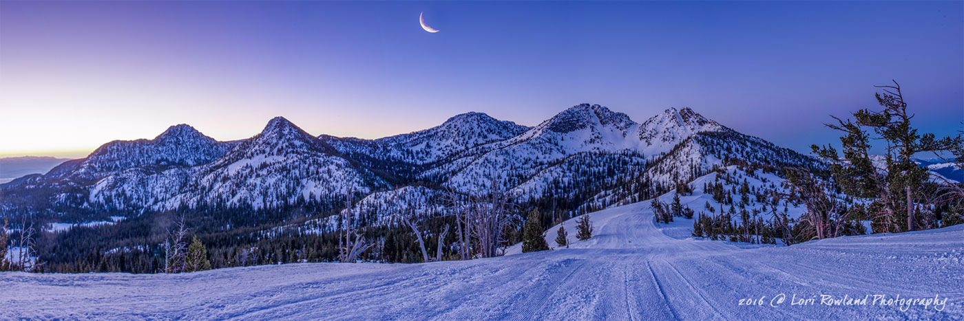 An early morning view of the five peaks that surround Anthony Lakes, Oregon.